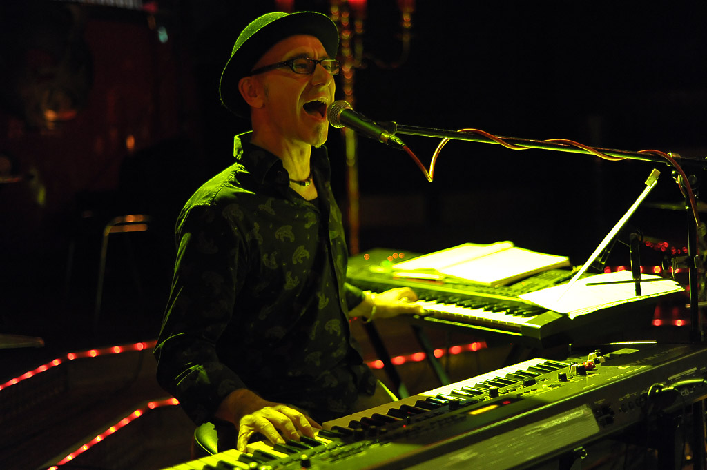 Juergen-Wuest-Bandleader-Saenger-Keyboarder-02