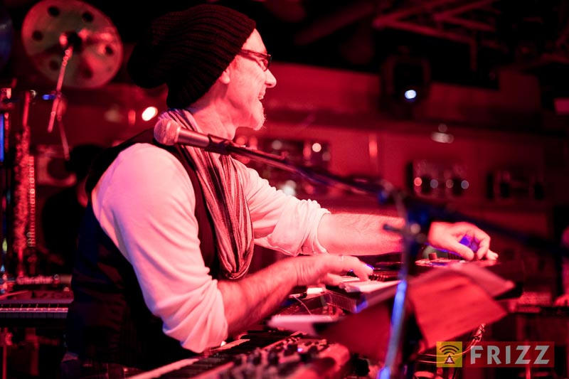 Juergen-Wuest-Bandleader-Saenger-Keyboarder-03