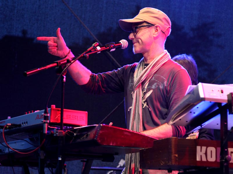 Juergen-Wuest-Bandleader-Saenger-Keyboarder-07